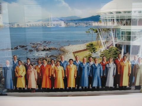 APEC leaders in traditional Korean garb